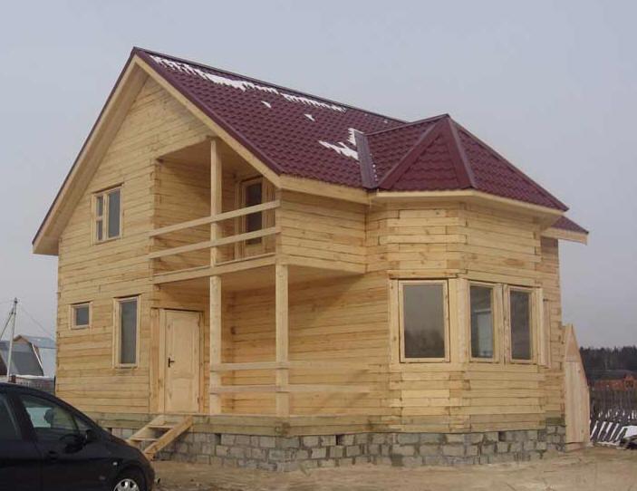 Во-вторых, дом из бруса 8х8 с террасой и балконом намывных